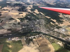 3ème journée - Vue aérienne de Pont-Sur-Yonne, juste à côté de l'aérodrôme